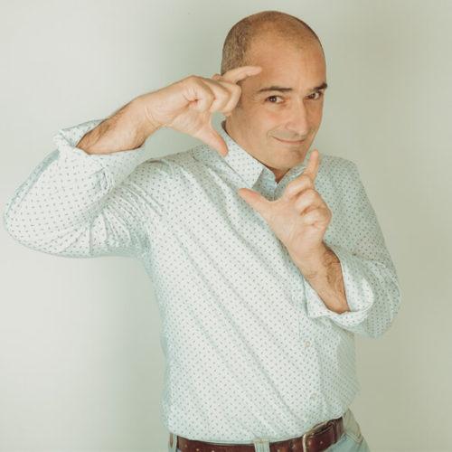 Davide il video designer della web agency dirty work per la produzione di spot pubblicitari e fotografie aeree